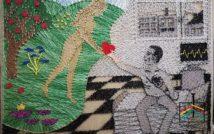 Obraz. Na nim mężczyzna siedzący na łóżku. Po lewej stronie kobieta. Daje serce mężczyźnie. Po lewej stronie drzewo z owocami, kwiaty, trawa. Za mężczyzną obrazy.