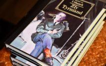 Trzy leżące książki. Na górnej książce napis: Mariusz Urbanek Zły Tyrmand.