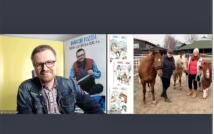 screen przedstawia mężczyznę w okularach w koszuli w kratę i kurtce dżinsowej.po lewej stronie koń, mężczyzna, dwa kuce oraz kobieta w kurtce i czapce