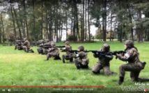 screen przedstawia zdjęcie kilku osób z strzelbami. w tle las