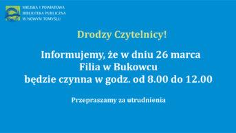 plansza z białymi literami i logotypem biblioteki informujaca o godzinach otwarcia filii biblioteki w Bukowcu w dniu 26 marca