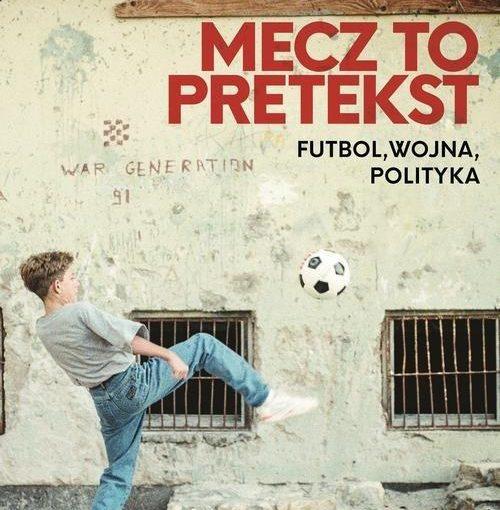 okładka książki, chłopak odbijający piłkę o ścianę starego, szarego budynku z kratami w oknach, u góry napis: Anita Werner, Michał Kołodziejczyk, Mecz to pretekst futbol, wojna, polityka