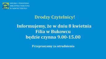 plansza z białymi literami i logotypem biblioteki informujaca o godzinach otwarcia filii biblioteki w Bukowcu w dniu 8 kwietnia