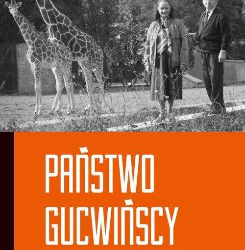 okładka książki, kobieta i mężczyzna oraz dwie żyrafy w tle drzewa, w połowie okładki duży napis: Państwo Gucwińscy zwierzęta i ich ludzie Marek Górlikowski