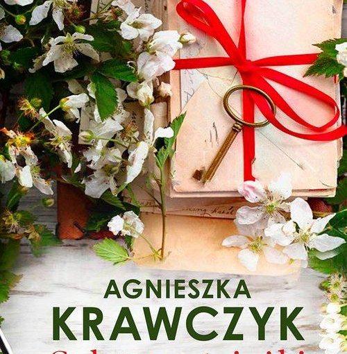 okładka książki, kwiaty i prezent zapakowany z kluczem, poniżej napis: Agnieszka Krawczyk, Splątane ścieżki