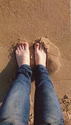 Na piasku. Autorka: Aleksandra Wieczorek